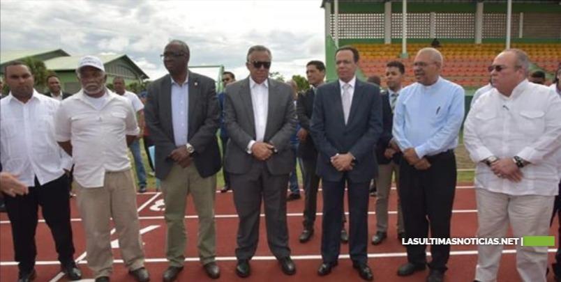 Ministro de Educación entrega a Monte Plata la pista de atletismo más moderna y completa del país; contratan monitores deportivos