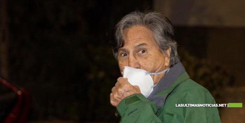 Expresidente Alejandro Toledo salió de prisión para cumplir arresto domiciliario