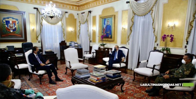 Presidente Danilo Medina da seguimiento a participación de militares y policías en cumplimiento toque de queda