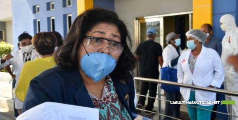"""Denuncian dos enfermeras han muerto por coronavirus mientras profesionales trabajan a """"mano pelá"""""""
