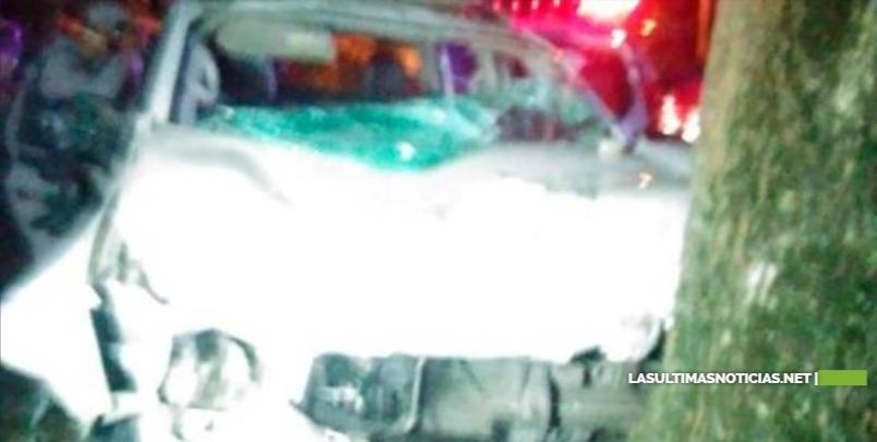 Policías se estrellan durante persecución a violadores del toque de queda en La Vega
