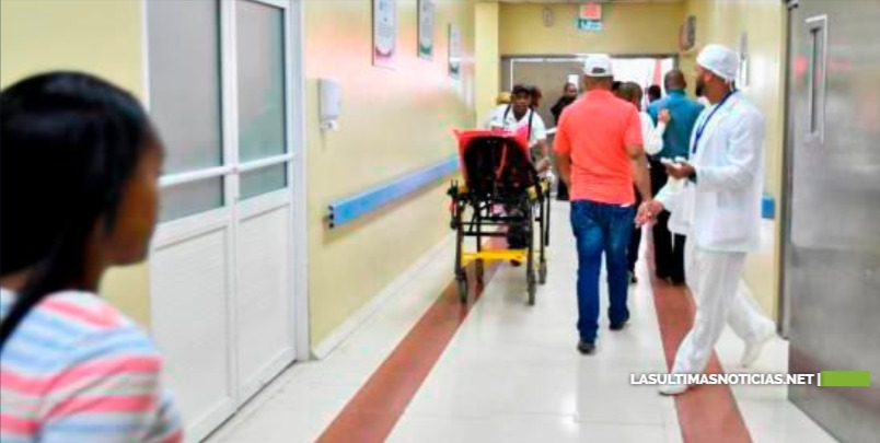 Hospitales dejan casos de COVID-19 en manos de residentes