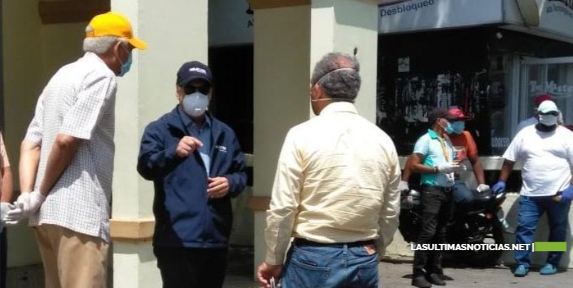 Gonzalo Castillo cisita San Cristóbal y Haina para coordinar acciones con autoridades locales contra el Covid-19