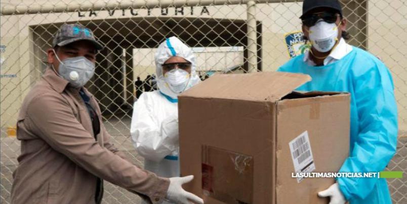 """Movimiento """"Flash"""" dona mascarillas N-95 y mosquiteros para internos cárcel de La Victoria"""