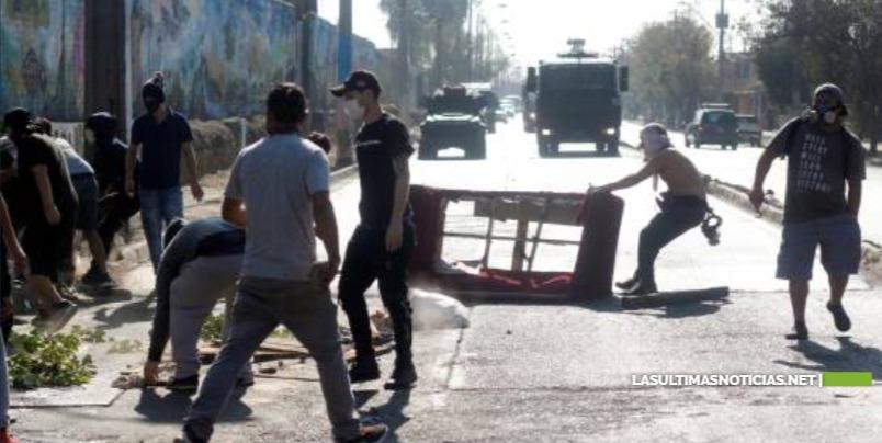 """Protestas en sur de Santiago de Chile: """"No es contra cuarentena, es contra el hambre"""""""