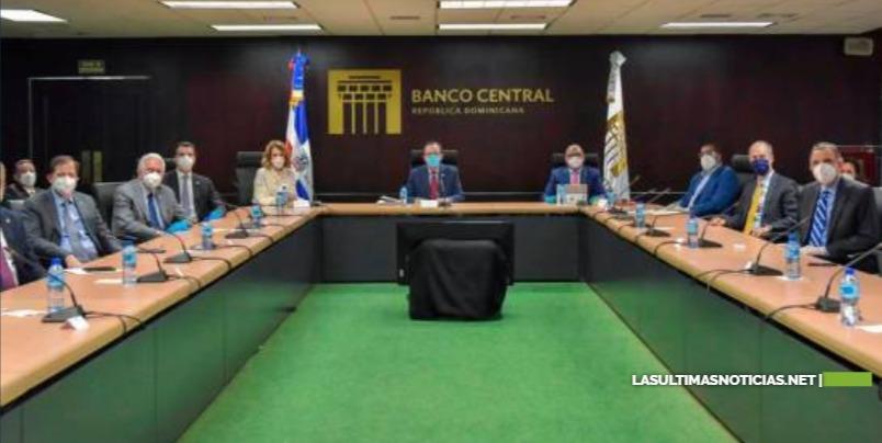 Gobernador del Banco Central dice que suspensión del turismo ha afectado oferta de divisas