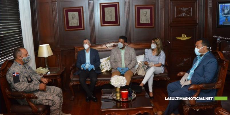 Alcalde de Santo Domingo Este visita al Comandante General  FARD