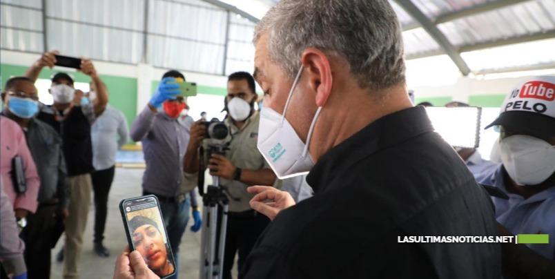 Gonzalo Castillo traerá a dominicana enferma de cáncer que está varada en Chile