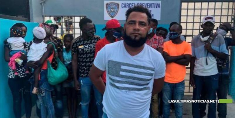 Interceptan 17 haitianos indocumentados transportados en un carro en Mao