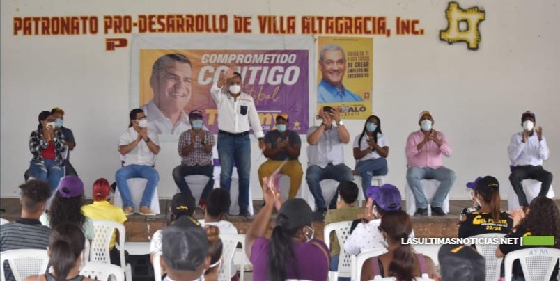 Tommy Galán recibe el apoyo de dirigentes de juventud y cientos de jóvenes de Villa Altagracia