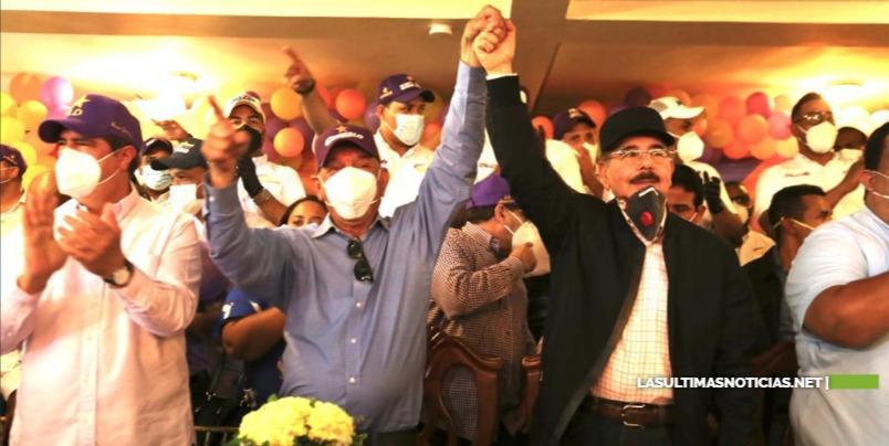 """""""Gonzalo me va a dar el honor de ponerle la banda presidencial"""": Danilo Medina se lanza a las calles en apoyo candidatos PLD en Azua, Ocoa y Peravia"""
