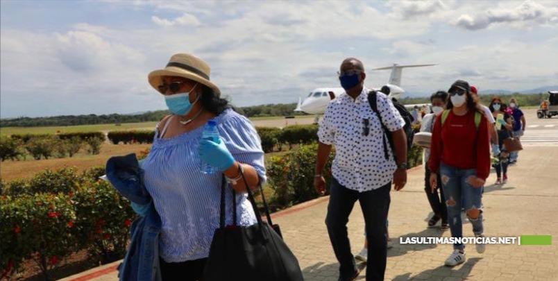 Gonzlo Castillo continúa con vuelos humanitarios y trae a 13 dominicanos más de la diáspora de NY