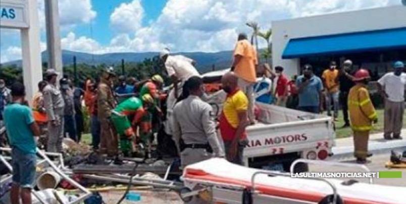 Accidente con camión en autopista Duarte deja al menos 10 heridos
