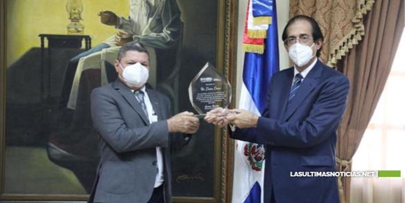 Ministro Montalvo reconoce labor del asesor Pastor Ponce en diferentes programas del gobierno