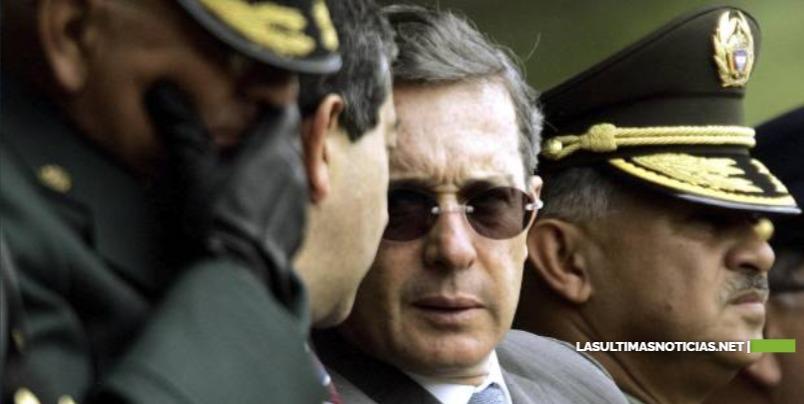 Alvaro Uribe pudo tener vínculos con paramilitares, según documentos secretos de EEUU