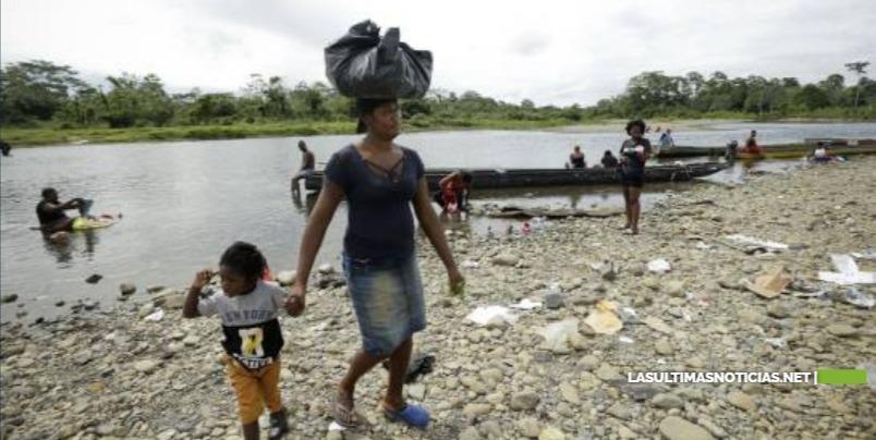 Panamá propone vuelos humanitarios a migrantes haitianos