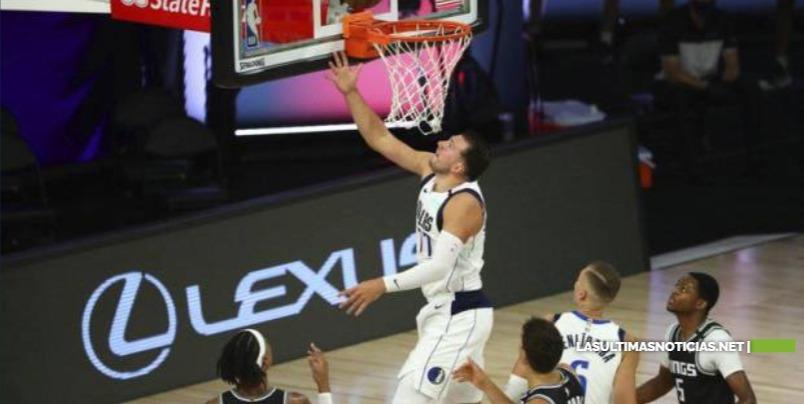 Triple-doble histórico de Luka Doncic, Mavs derrotan a Kings