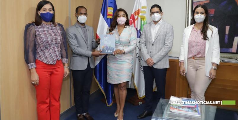 Ministra de la Juventud, Robiamny Balcácer, entrega memoria institucional a gestión entrante