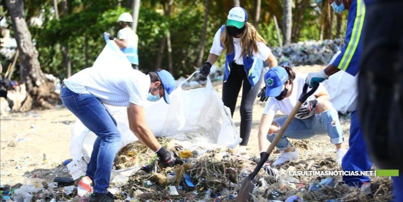 Empresarios realizaron operativo en conjunto con autoridades para limpiar Playa de Montesinos