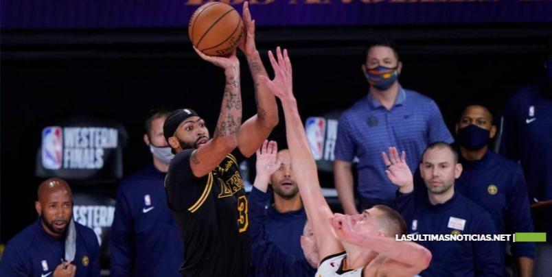 Los Lakers se ponen 2-0 sobre Denver con triple de último segundo de Davis