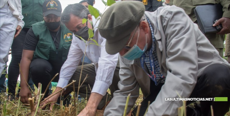 Inauguran Destacamento Policía Ambiental y siembran árboles en SDE