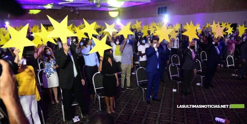 Cientos de jóvenes y connotados profesionales formalizan su ingreso al PLD