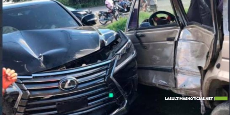 Andrés Bautista y un hijo suyo sufren accidente en La Vega