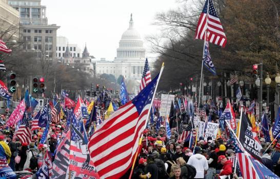 Cuatro apuñalados en choques violentos tras marcha pro-Trump en Washington