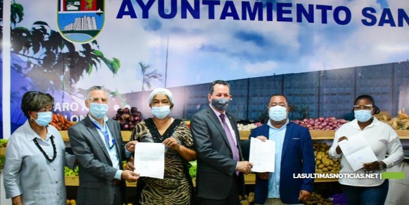 PROMIPYME y Ayuntamiento entregan RD$42 millones en préstamos a micro y pequeños comerciantes del remozado mercado de El Almirante