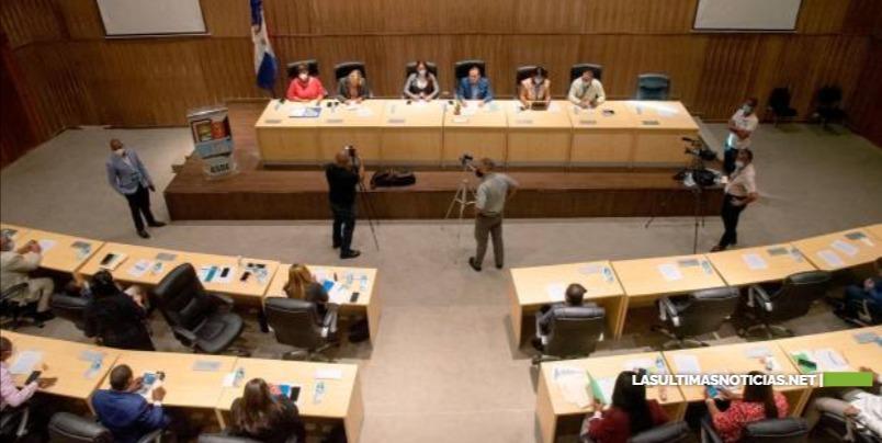 Controversia por el alto sueldo de los regidores de Santo Domingo Este