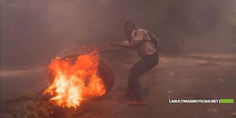 """Haitianos denuncian en las calles """"la inseguridad"""" y """"la dictadura"""""""