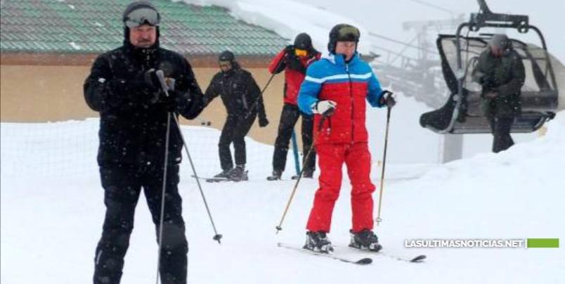 Vladímir Putin y Alexandr Lukashenko interrumpen su reunión para esquiar en las pistas de Sochi