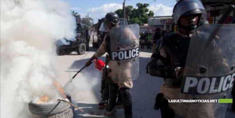 Agentes haitianos exigen en las calles la dimisión del director de la Policía