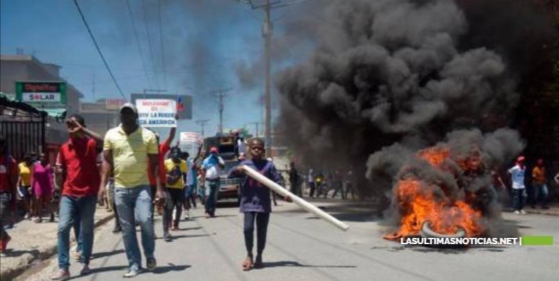 Miles de haitianos rechazan en las calles la Constitución que promueve el presidente Jovenel Moise