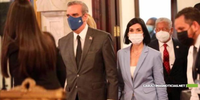 Las manifestaciones de amor del presidente Luis Abinader y su esposa Raquel Arbaje