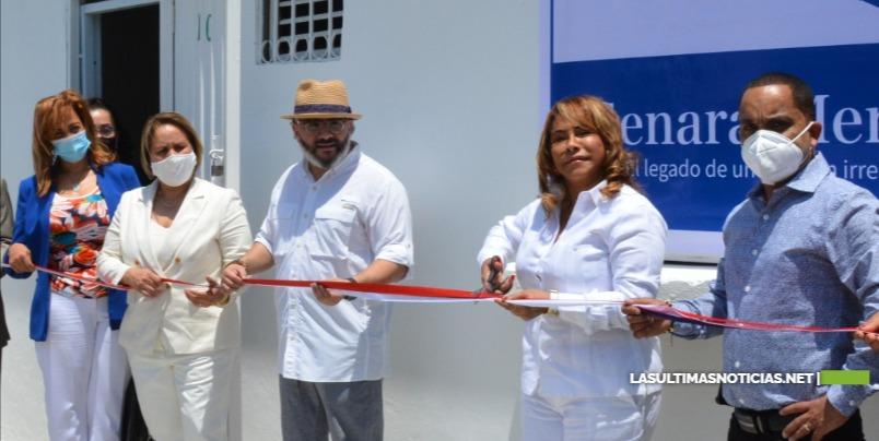 El artista Pavel Núñez y su familia inauguran Fundación Comunitaria GENAME
