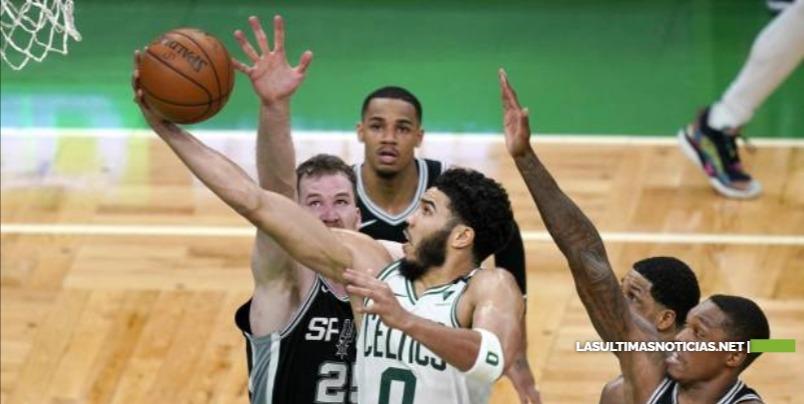 NBA: los 60 puntos de Tatum; regresa LeBron pero Lakers pierden
