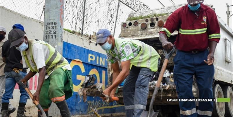 Ayuntamiento de Santo Domingo Este ejecuta operativos de recogida de desechos en circunscripción 3
