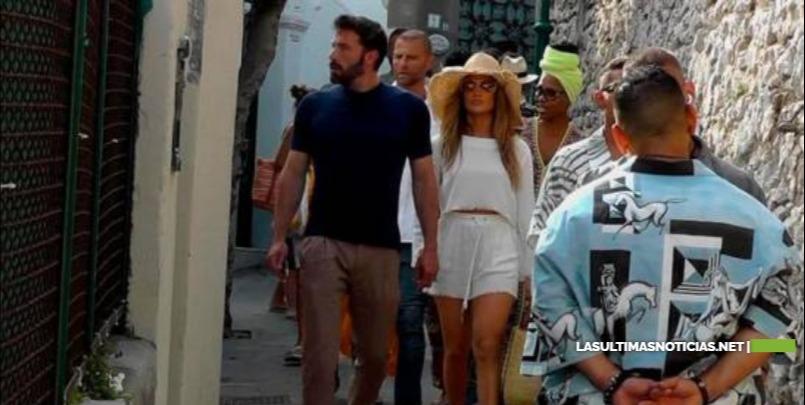 Jennifer López y Ben Affleck pasean de la mano por la isla de Capri