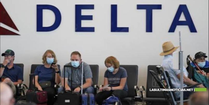 Delta cobrará 200 dólares de multa a empleados sin vacuna contra COVID-19