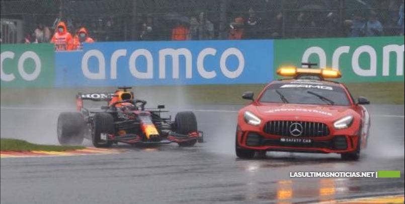Inicio del GP de Bélgica suspendido por aguacero