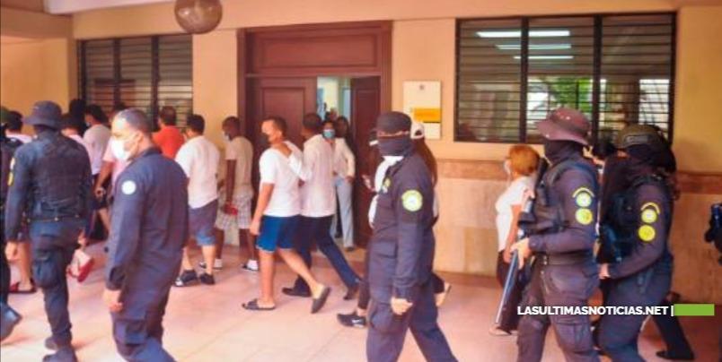 En sandalias y pantalones cortos, inicia audiencia contra 23 de los implicados en la Operación Falcón