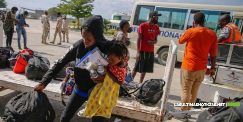 """Problemas migratorios y búsqueda del """"sueño americano"""" motivan a haitianos a salir de Chile"""