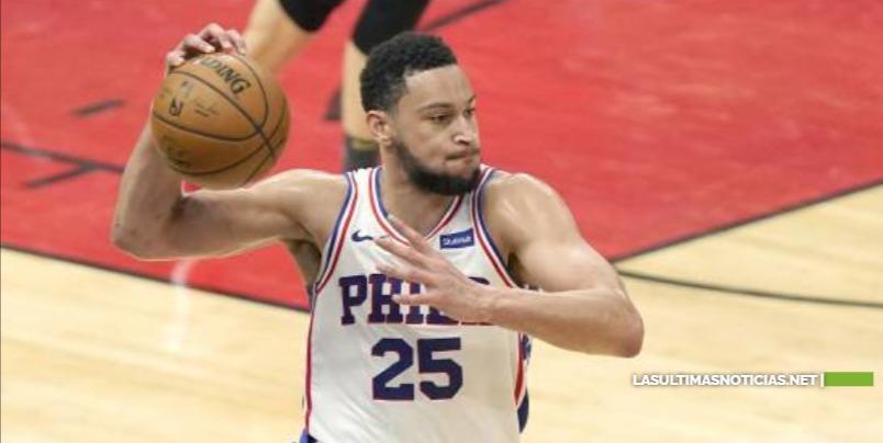 Entrenador de 76ers de la NBA quiere que Simmons se quede