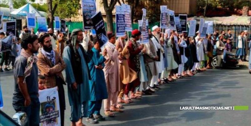 Los talibanes matan y cuelgan en público a cuatro acusados de secuestro