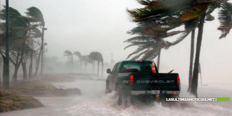 El huracán Sam se reorganiza tras debiltarse y puede volver a cobrar fuerza